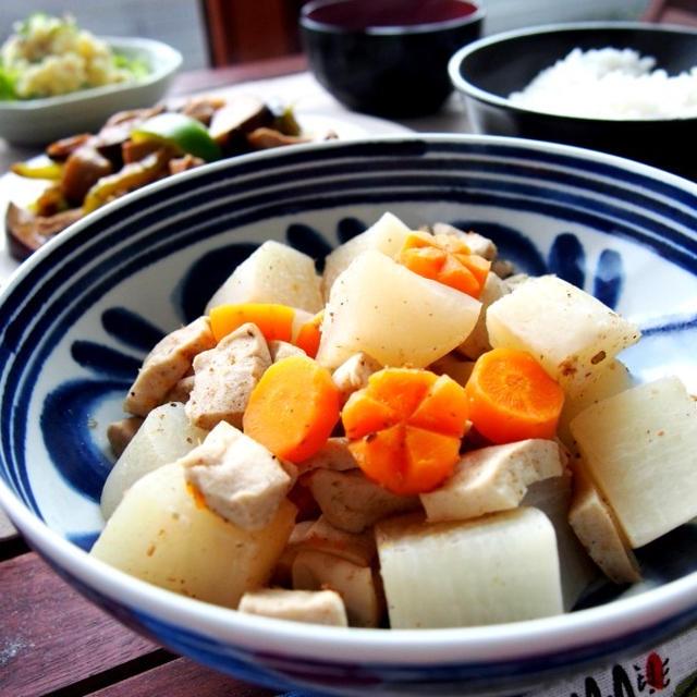 高野豆腐とダイコンの煮物