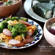 【レシピ】朝ごはんにおすすめ!ウインナーとブロッコリーのふんわりたまご炒め♡買ってよかったおにぎり型♪
