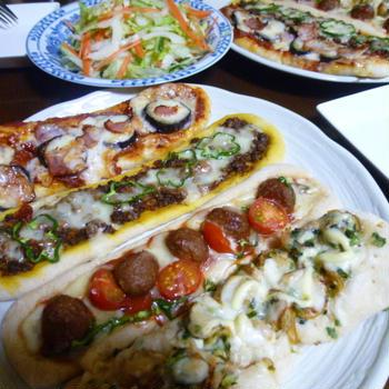 ピザパンで夕ご飯。。。とウインナーパン&コーンパン
