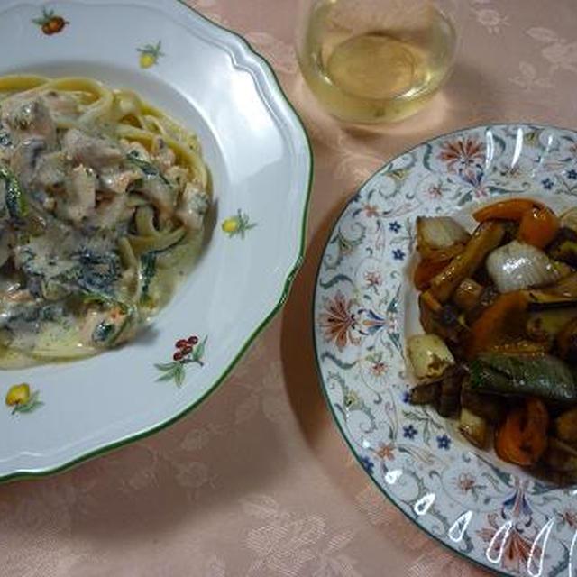 サーモンのフェットチーネとグリル野菜