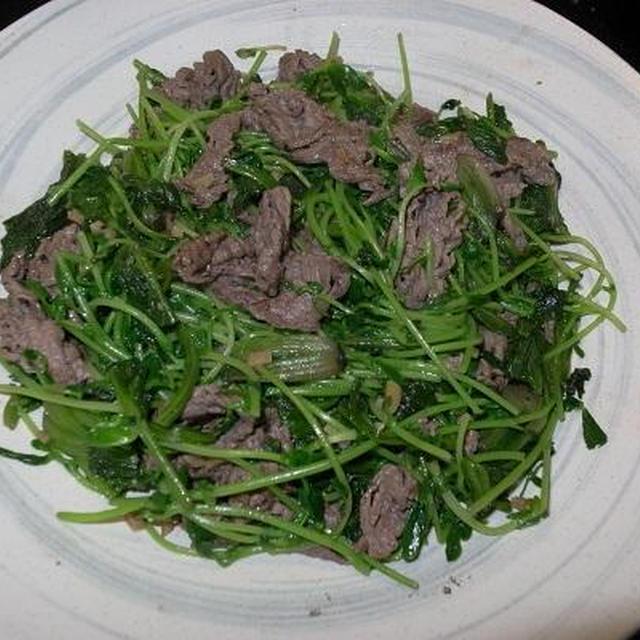 ○[炒め物]牛肉と豆苗のにんにく胡椒炒め