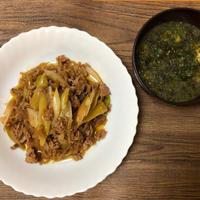 ひき肉とネギと糸こんにゃくの甘辛炒めとあおさと豆腐のお味噌汁