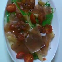 トマトとイチゴのソースで生ハム冷製パスタ