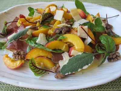 桃とブレザオラとハーブの冷製パスタ