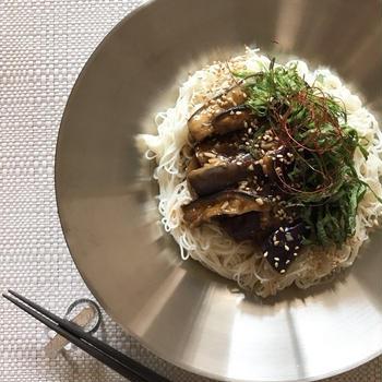 夏の作りおき「茄子の蒸しナムル」で冷たい麺。