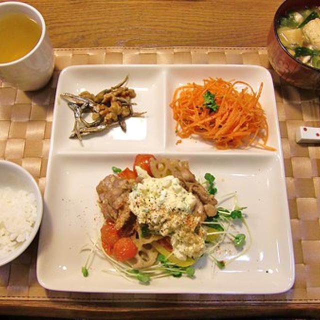 チキンとレンコンのハニー醤油ソテー&ニンジンサラダ&田つくりの定食♪