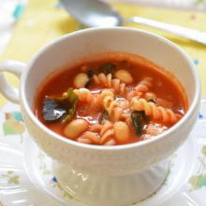 野菜ジュースで栄養満点☆早ゆでパスタで作る簡単スープ