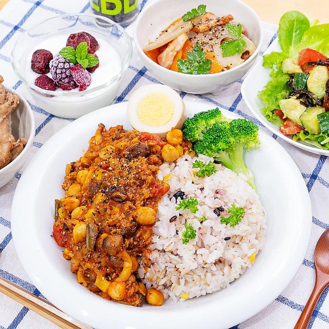 アボカドとトマト、きゅうりの塩昆布サラダ♪と作り置きで晩ごはん(≧▽≦)