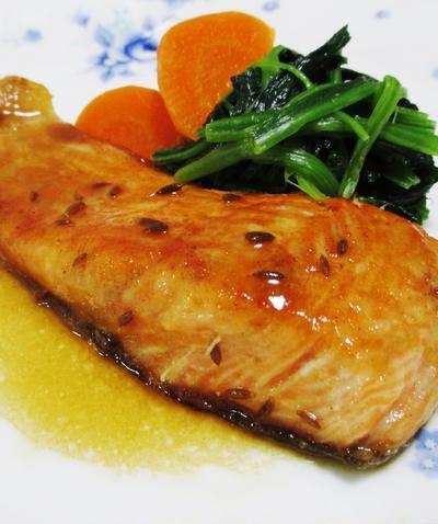 生鮭のバター醤油ソース<クミン風味>