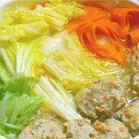 簡単晩ご飯は、たっぷり白菜の鶏だんごとニンジンの3点おかず鍋