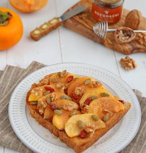 柿とナッツのシナモントースト