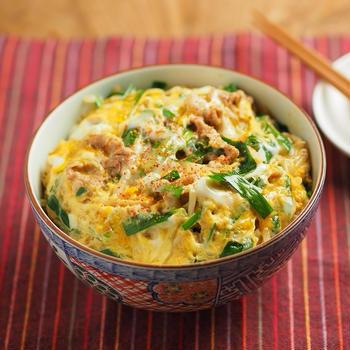 レシピブログ連載、特盛、豚ニラもやしの卵とじ丼