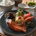 【レシピ】レタスの干し海老サラダ&ひじきと白滝のピリ辛炒め煮…鉄分を日頃から意識しよう。