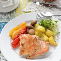 チキンとポテトとマッシュルームのグリル、タイム風味 +もやしとベーコンのイタリアンハーブソテー