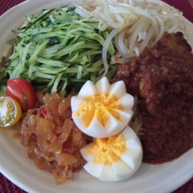 野菜たーっぷり!冷やし胡麻そぼろ味噌麺 塩麹ヒレ肉添え