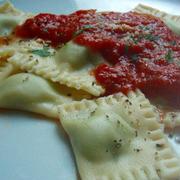 ルッコラとカッテージチーズのラビオリ トマトソース