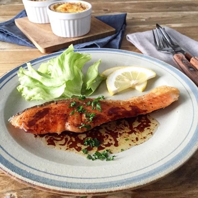 フライパンで焦げ知らず!「鮭のムニエル」の基本レシピ&ソースアイデア5選の画像