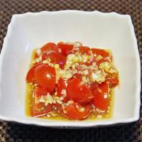 黄金のハンバーグ と アメーラトマト米油ドレッシング和え