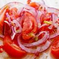 トマトと玉ねぎのサラダ~ピリ辛★レモン・クミン風味