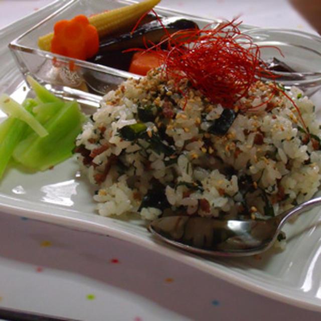 「牛肉とわかめの韓国風炒飯」