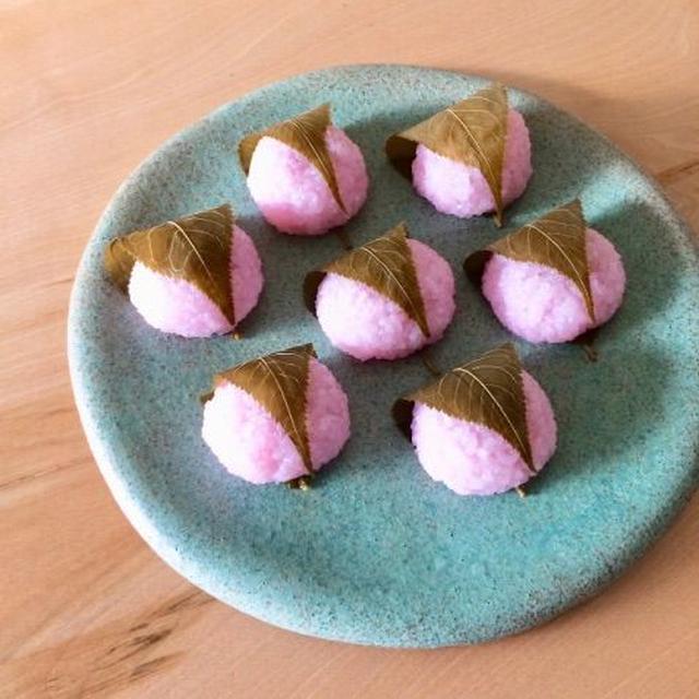 *お花見弁当。桜餅&桜えびごはん。 *絶景!桜吹雪の二宮、吾妻山。