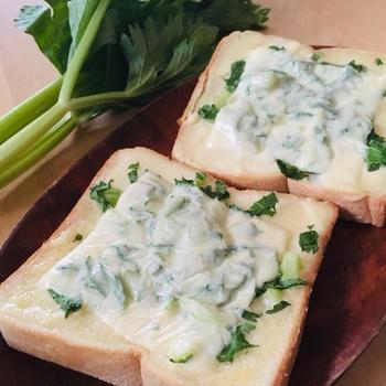 セロリチーズトースト