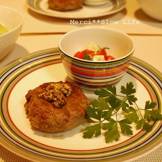 絶品!醤油麹ハンバーグと塩麹豆腐カプレーゼのプレート