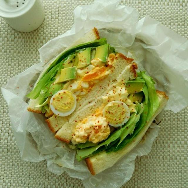 ゴロンとアボカドの入ったボリューム卵サンド