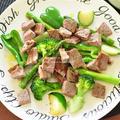 4種の野菜を一気に調理する方法【サイコロステーキのグリーンサラダ仕立て】