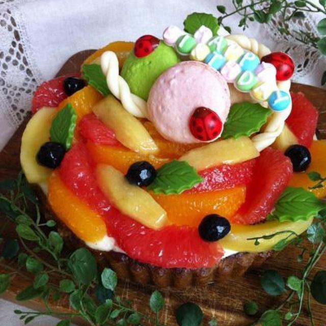 森のお誕生日会(ピスタチオとオレンジムースのタルト)