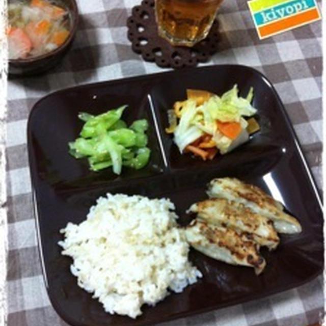 餃子と白菜と人参の甘酢あえとセロリのナムル