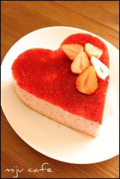 【苺のムースケーキ】