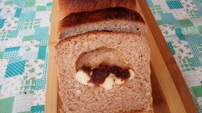 デーツ&クリームチーズの胚芽パン
