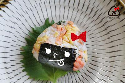 【お弁当】ごちそうおにぎり!鮭と卵と大葉のおにぎり弁当