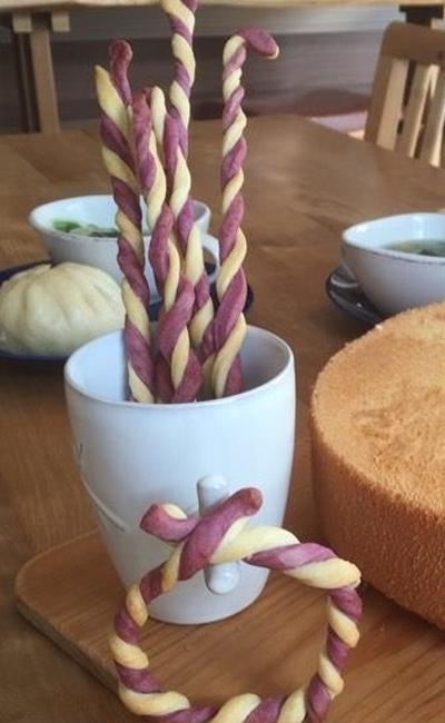 紫芋のグリッシーニ