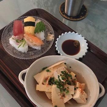 竹の子と豆腐の煮物、念願のお寿司でお晩酌。