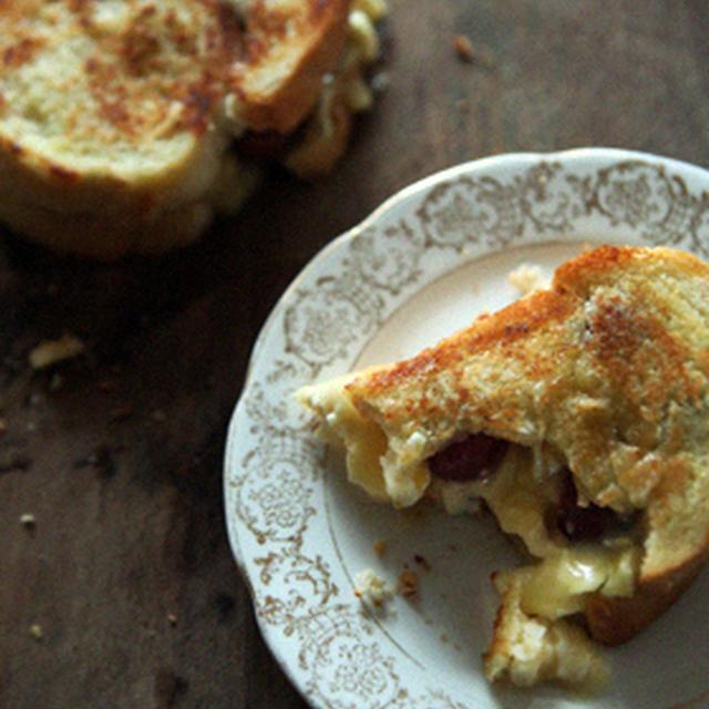 カマンベールと葡萄のトーストサンド