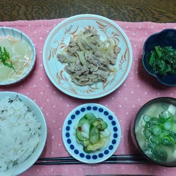 【晩ごはん】豚こまの醤油糀炒め、大根のカニかまあんかけ、