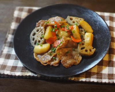 こってり美味しい!豚肉とれんこん 山芋の照り焼き