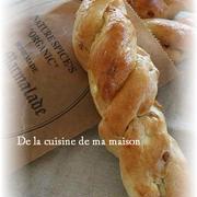 胡桃とクリームチーズのツイストパン