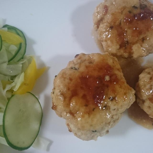 鶏ひき肉と豆腐のつくね  梅肉ソース