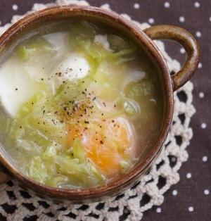春キャベツと落とし卵のスープ