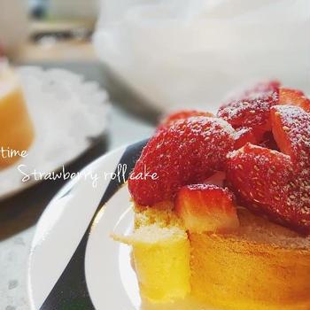 【うちカフェ】バレンタインだけどチョコ使わず!いちごのロールケーキ