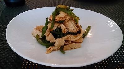 【作り置きレシピ】蒸し鶏の活用編:鶏肉の青椒肉絲(チンジャオロース)