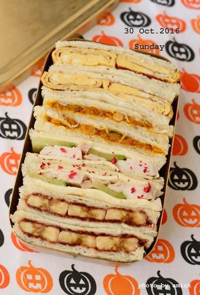 10月31日 月曜日 サンドイッチ4種&南瓜と鰯缶のエスニック煮