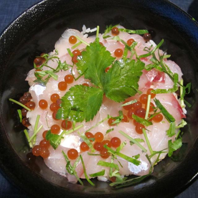 鯛の昆布締めと自家製イクラのちらし寿司