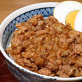 豚粗挽き肉でつくる魯肉飯っぽいあっさり味の『るーろーはん』。
