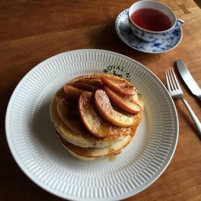ふわモチパンケーキとりんごのココナッツオイル焼