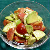 スモークサーモンとアボカドのおつまみサラダ