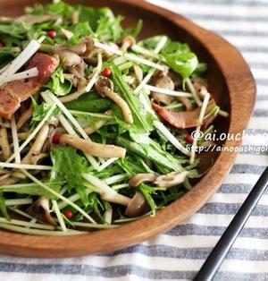 おかずになる♡秋の味覚*たっぷりきのことベーコンのアンチョビガーリックホットサラダ♡